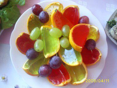 Galaretki z owocami w pomarańczach