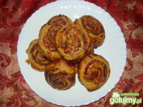 Przepis  ślimaczki z ciasta francuskiego z szynką przepis