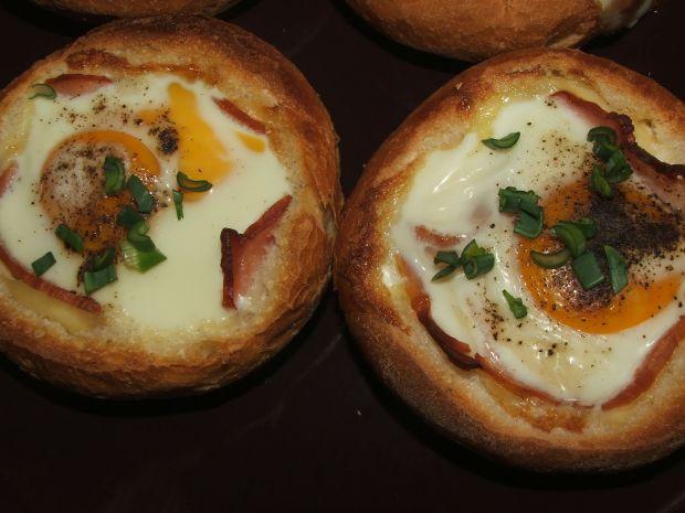 Przepis  zapiekane bułki z jajkiem przepis