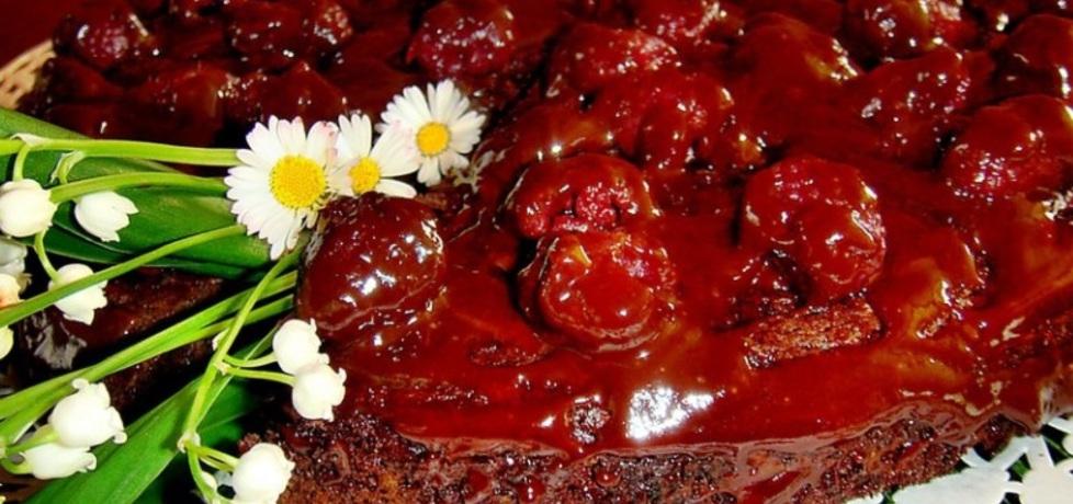 Ciasto czekoladowe z malinami. (autor: christopher ...