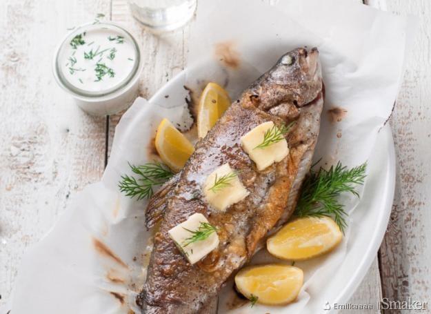 Ryba pieczona w całości z koprem