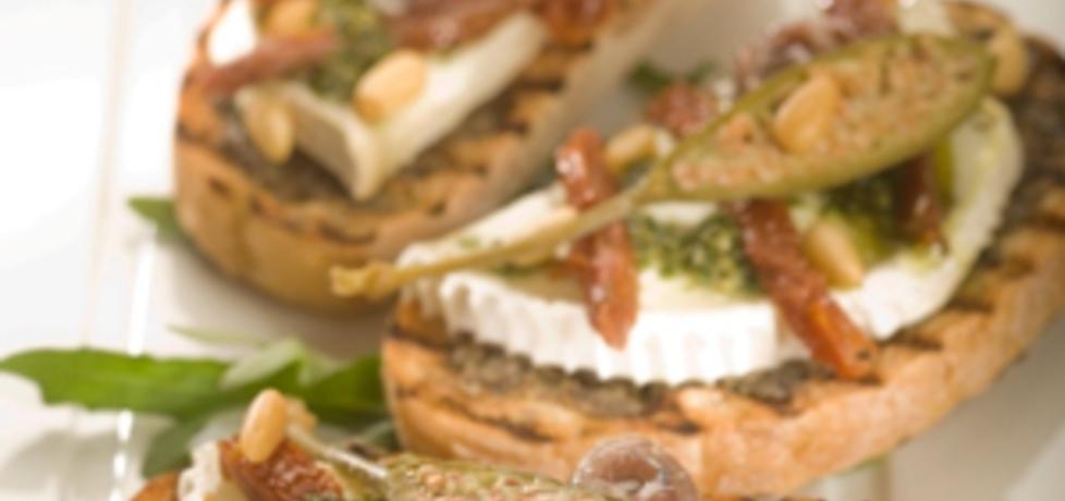 Grill: sandwich z tapanade z czarnych oliwek i serem kozim i ...