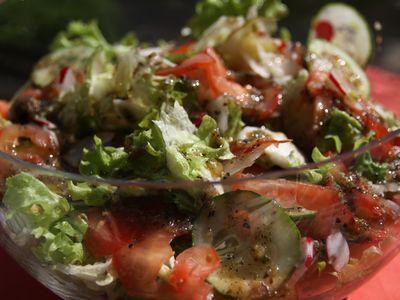 Gruzińska sałata z pomidorami