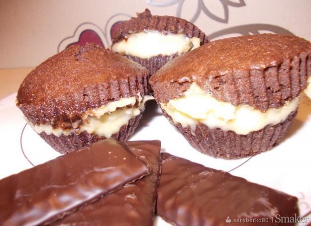 Kakaowe muffinki z budyniem i nutką mięty