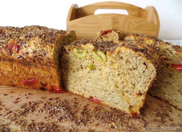 Chleb lniany z oliwkami i papryką