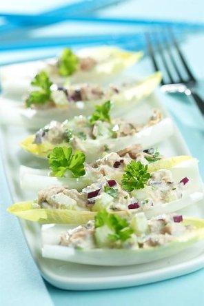 Sałatka z tuńczyka na cykorii  prosty przepis i składniki