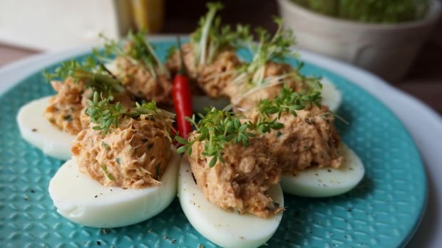 Przepis  jajka faszerowane tuńczykiem przepis