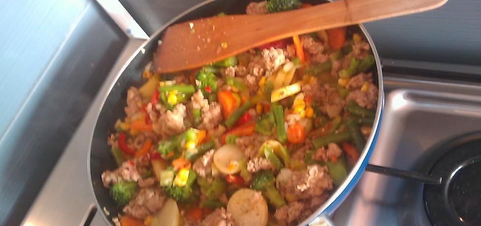 Warzywa na patelnię z mięsem mielonym (autor: agucha ...