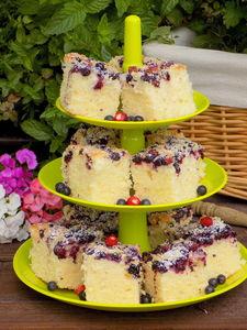 Kubeczkowe ciasto jogurtowe z jagodami