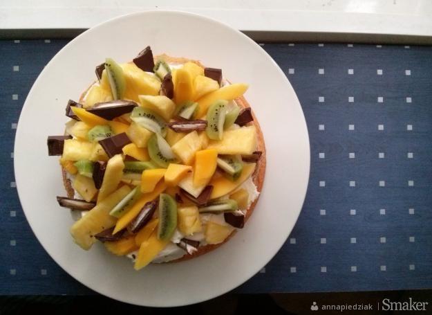 Kokosowy biszkopt z kremem i owocami egzotycznymi... czyli ...