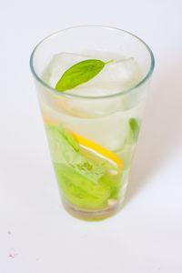 Lemoniada z bazylią
