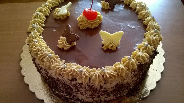 Przepis  tort orzechowy z masą kawową przepis