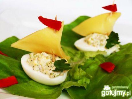Przepis  śniadaniowe łódeczki z jajka przepis