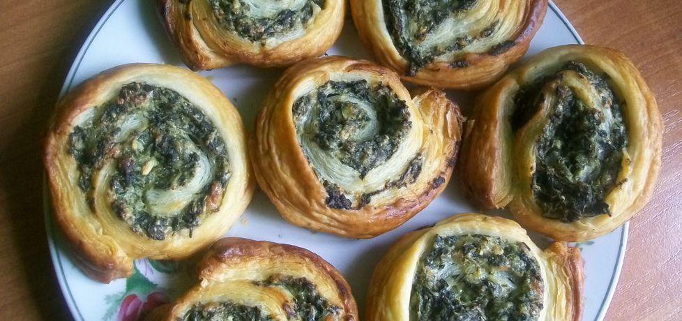 Ślimaczki z ciasta francuskiego ze szpinakiem (autor: migotka28 ...