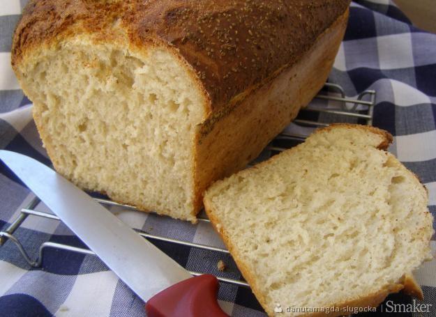 Łatwy chleb z jajkiem i ziarenkami selera...