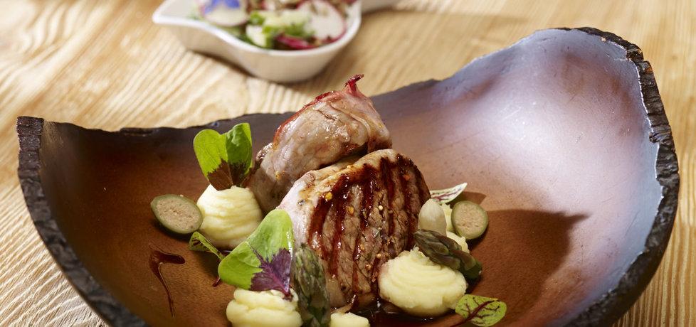 Grill: medaliony z polędwicy wołowej nadziewane serem ...