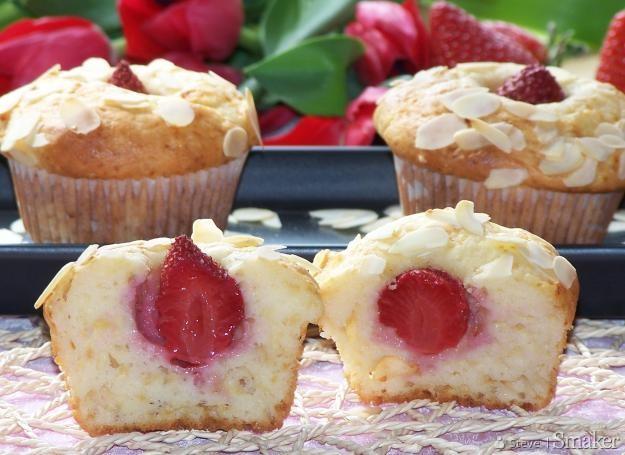 Muffinki z truskawkami na jogurcie greckim
