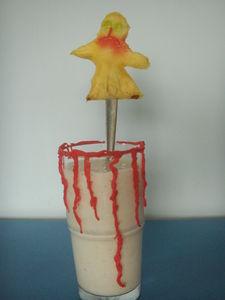 Halloween'owy koktajl z krwią i ananasowym duszkiem ...