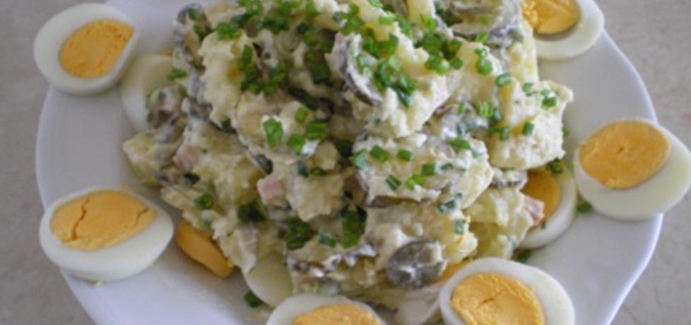 Tradycyjna Salatka Ziemniaczana sa Atka Ziemniaczana z Jajkami