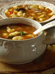 Zupa ogonowa z kluskami kładzionymi