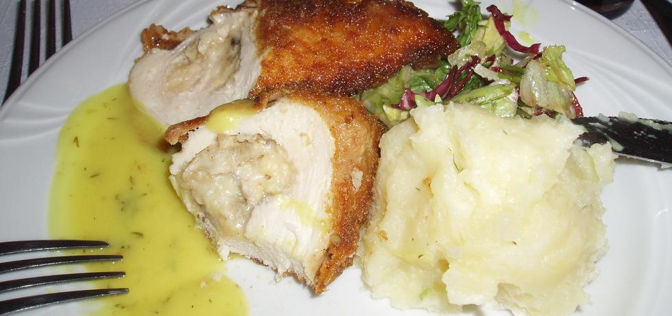Pierś kurczaka nadziewana z sosem serowym (autor ...