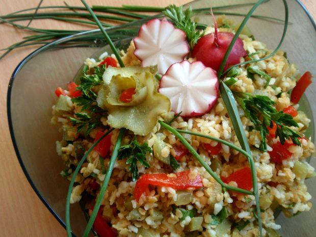 Przepis  sałatka ryżowa z soczewicą czerwoną przepis