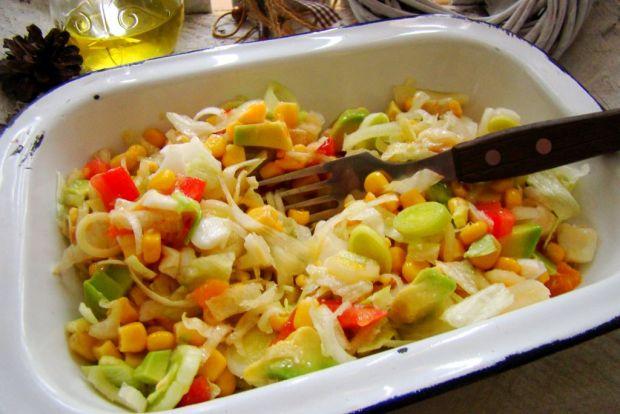 Przepis  sałatka z awokado i pora przepis