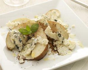 Sałatka z gruszki i sera roquefort  prosty przepis i składniki