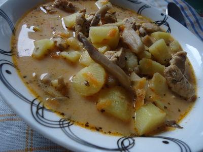 Zupa ziemniaczana z boczniakami i kurczakiem
