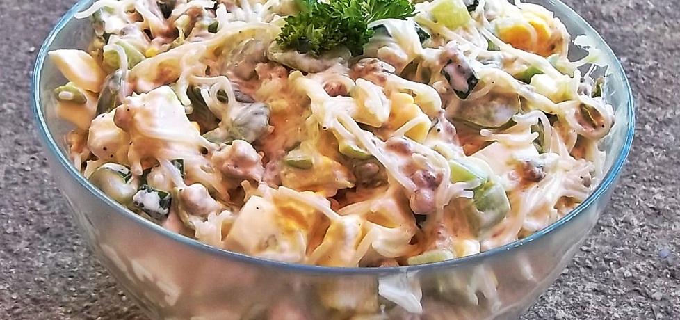 Sałatka z bobem, makaronem ryżowym i mięsem mielonym (autor ...