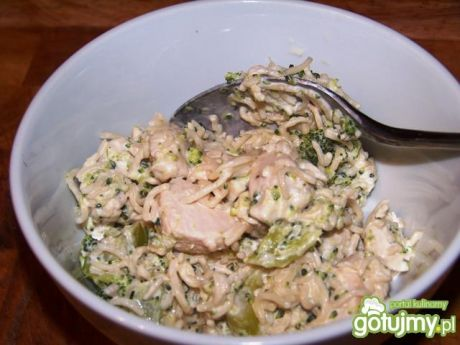 Przepis  sałatka z zupek chińskich i brokuła przepis