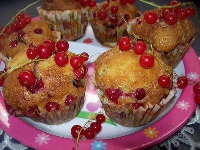 Muffinki jogurtowe z chałwą i porzeczkami