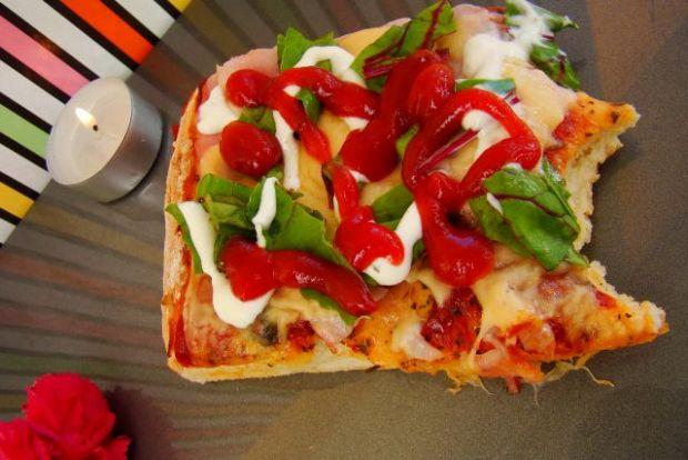 Przepis  letnia pizza z botwinką przepis