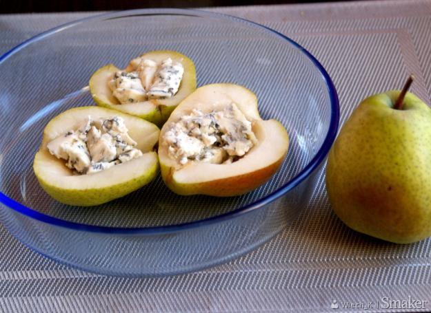 Winne gruszki z serem pleśniowym.