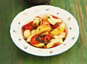 Sałatka owocowa z miętowo-bazyliowym pesto