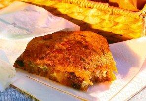 Tosty z serem pleśniowym i karmelizowaną cebulą