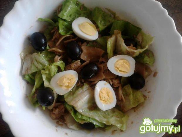 Przepis  sałatka z tuńczyka z sałata rzymską przepis