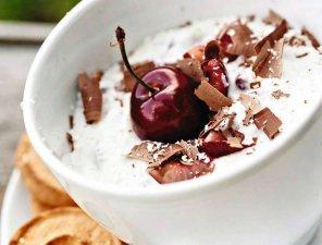 Ekspresowy deser po włosku z wiśniami