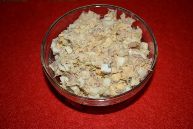 Przepis  sałatka z makreli w oleju z porem przepis