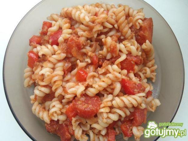 Przepis  pomidorowe świderki z tuńczykiem przepis