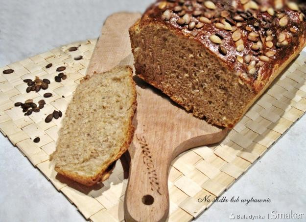 Pszenno  orkiszowy chleb z ziarnami