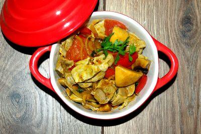 Żołądki curry z papryką, cebulą i pieczarkami