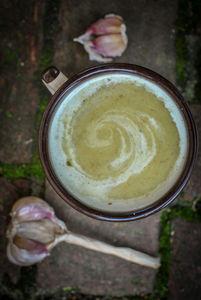 Zupa z pieczonego czosnku i z imbirem