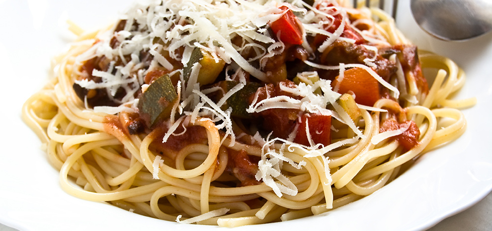 Makaron z sosem pomidorowo