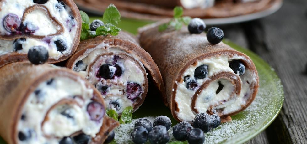 Czekoladowe naleśniki z jagodami i mascarpone (autor ...
