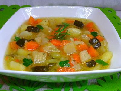 Zupa z młodej kapusty i cukinii
