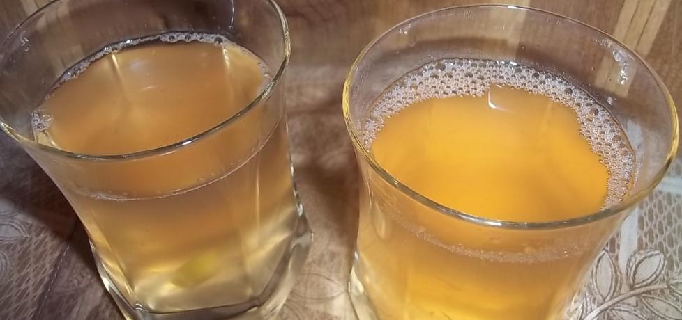Galaretkowy napój rabarbarowo