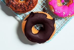 Donuty z boruwkami z polewą czekoladową