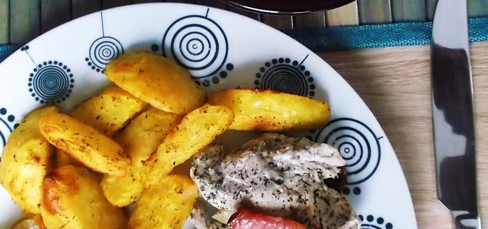 Pieczona pierś indyka z boczkiem wędzonym i suszonymi pomidorami