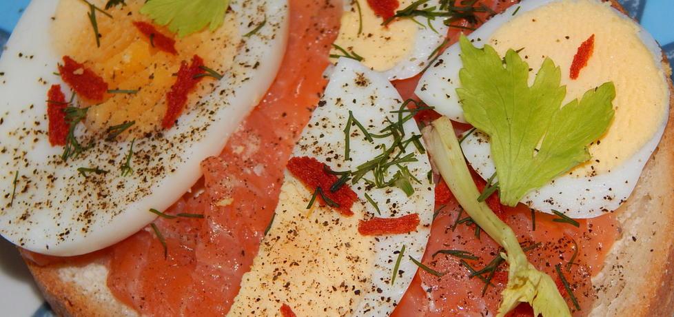 Kanapki z wędzonym łososiem i jajkiem (autor: habibi ...